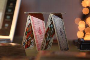 die 5 größten bedrohungen für unseren wohlstand wie das kartenhaus in sich zusammenbricht